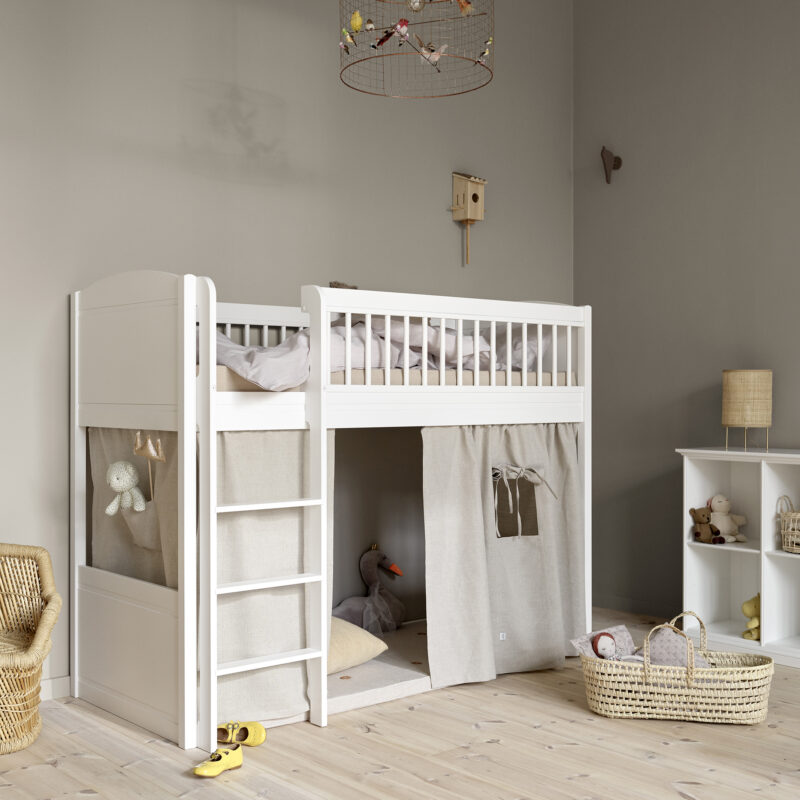 2020_web_021253_Seaside_Lille_low_loft_bed_021777_Lille_Curtain_nature_021319_Shelving_unit_low_6rooms