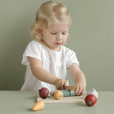 little-dutch-cutting-vegetables-LD4484-2